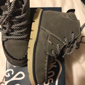 Oshkosh Charcoal grey boots toddlers